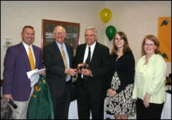 Picture of Robert Jurkowski receiving the 2007 Hagen Excellence Award
